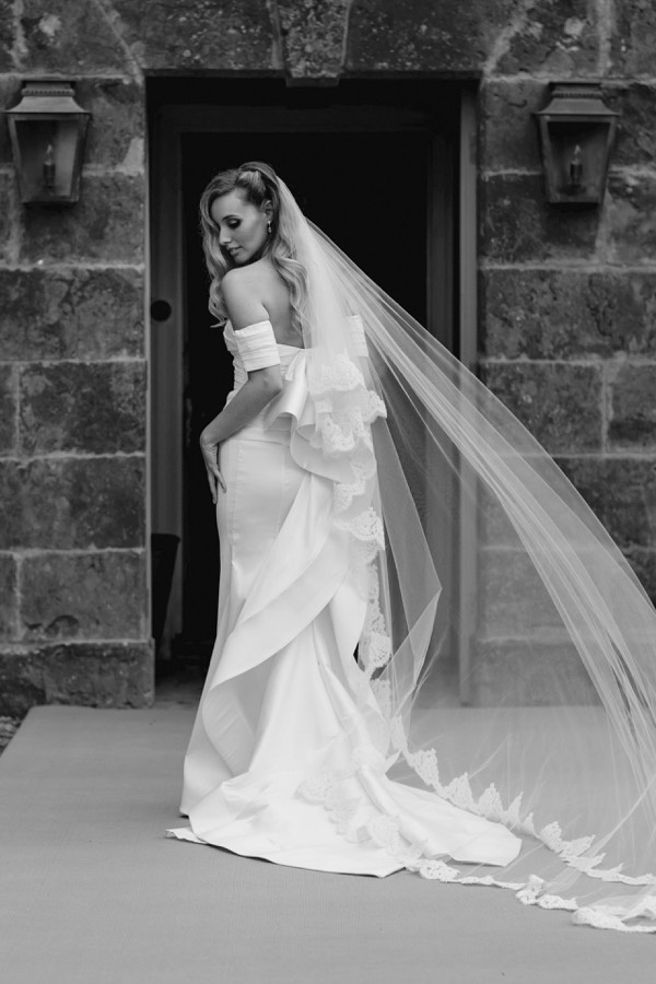 Bride Joanna in Oscar de la Renta by White Dossier