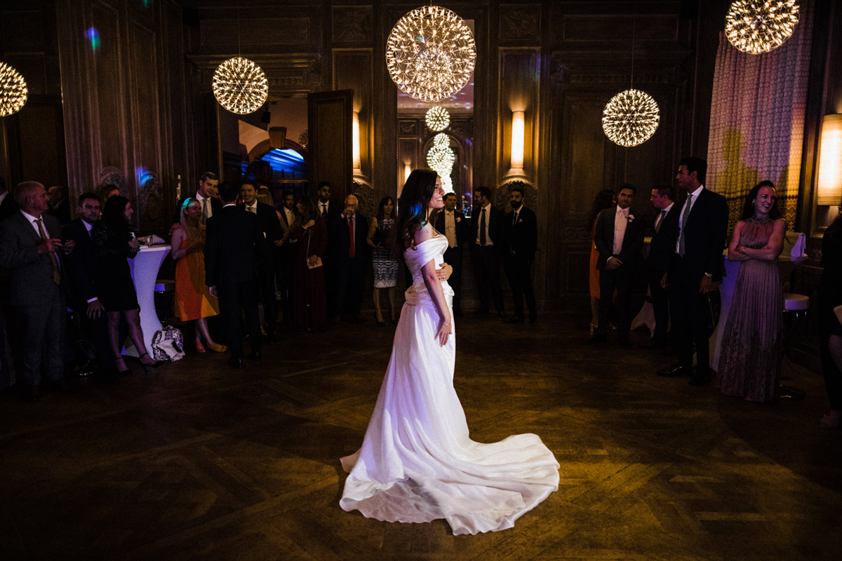 Real bride Roseanna wears bespoke Angelina Colarusso, by White Dossier